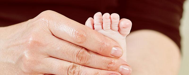 Behandlung von: kindliche Hüftluxation, Dysplasie, Wirbelsäulenverkrümmungen wie Skoliose u. Kyphose. Dr. Chudalla, Kinderorthopäde