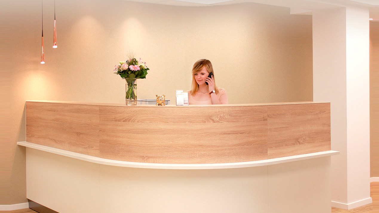 In der Privatsprechstunde des Orthocentrum Hannover-Laatzen können wir Ihnen eine sehr umfassende und ganzheitliche Medizin mit kurzfristigen Terminen, auch außerhalb der vertragsärztlichen Sprechstunde anbieten.