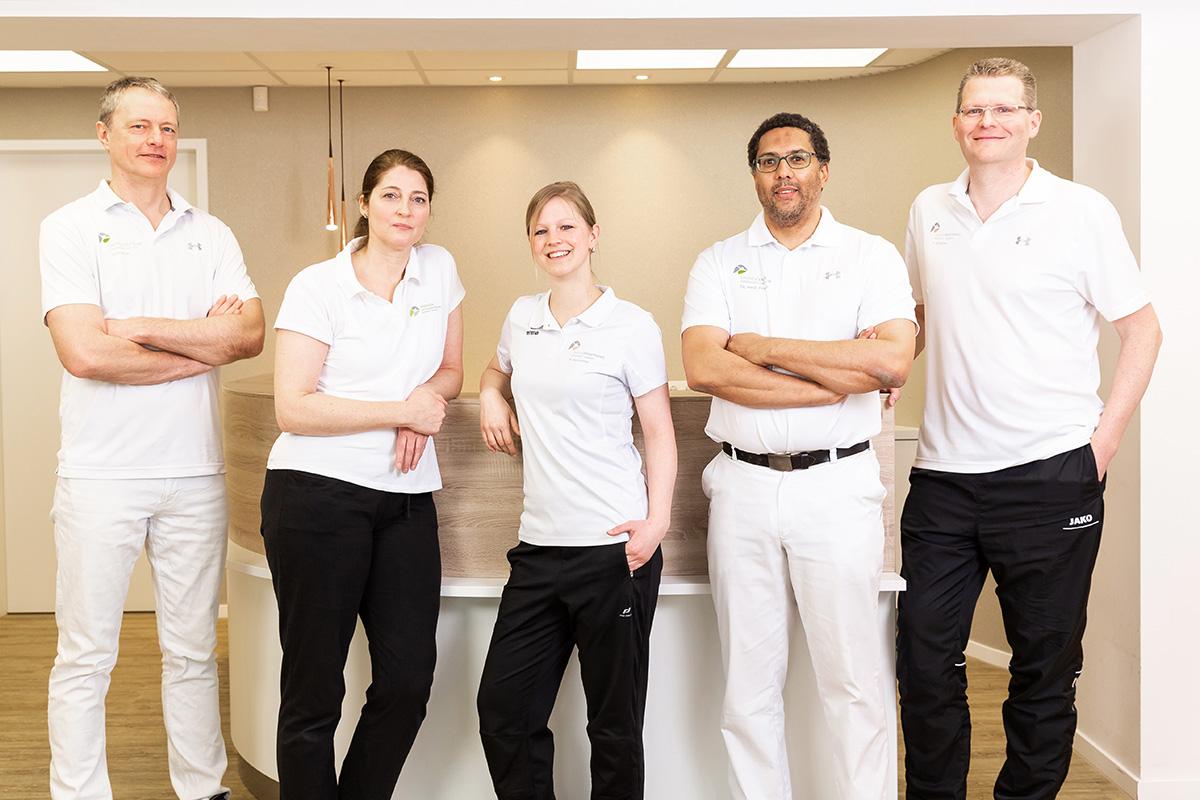 Die Osteopathie ist eine eigenständige, ganzheitliche Medizin, in der unsere Diagnostik und Behandlung mit den Händen erfolgen. Als Osteopathen gehen wir dabei den Ursachen von Beschwerden auf den Grund und behandeln den Menschen in seiner Gesamtheit.